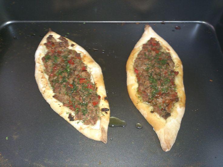 Te gustaría aprender a hacer una Lahmacum o pizza turca. Esta y mas experiencias culinarias en la comodidad de tu casa con Waxak gastronomy. www.chefdecocina.com