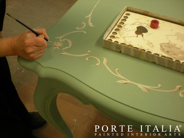 Our Artists at work! Visit www.porteitalia.com and discover our painted furniture collections!