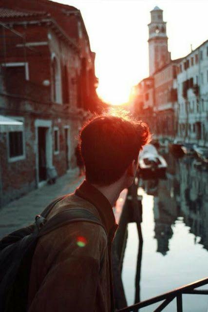 """""""Πόσο όμορφα πράγματα βρίσκονται στον κόσμο, που περνάνε κάθε μέρα μπροστά στα μάτια μας και μεις μηδέ τα νογάμε, μηδέ τα βλέπουμε...""""  ~ Γιάννης Ρίτσος"""