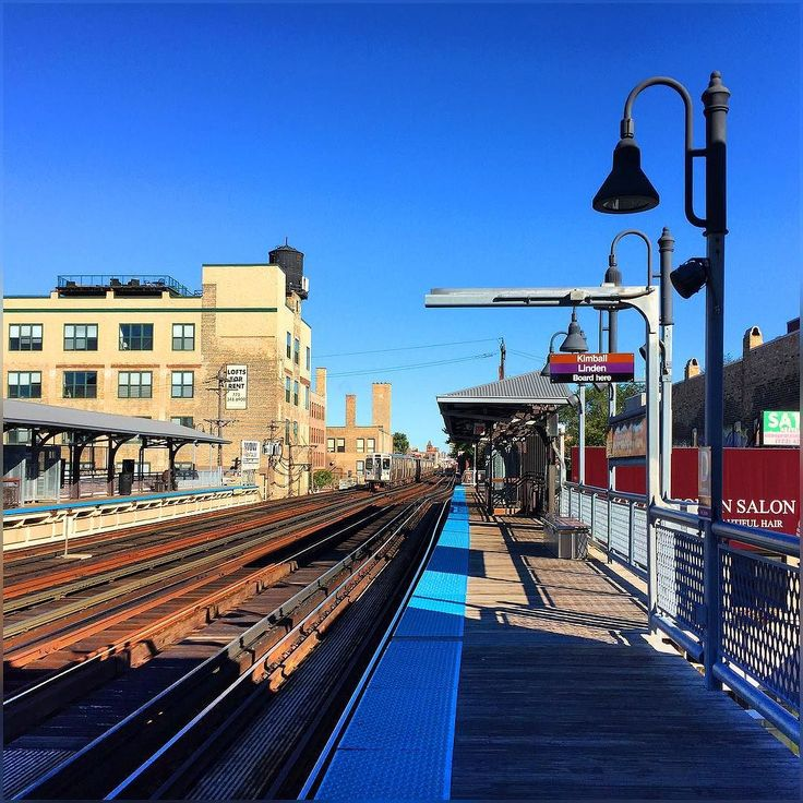 have to drop off my car for service  glad to see day morph into a this beautiful and sunny with blue skies :) #DiverseyStation #Brownline #TrainStation #Chicago #October2016 #Autumn2016 #Fall2016 #HappyThursday