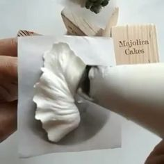 Buttercream Calla Lily, simple yet pretty      @Regrann from @majolicacakes