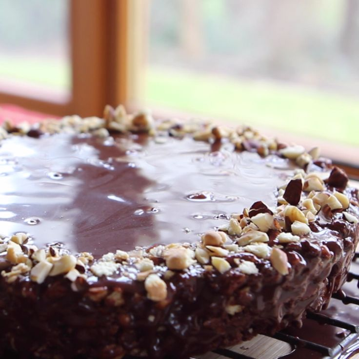 A delightful no-bake chocolate hazelnut cake!