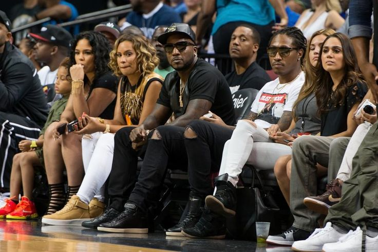 Young Jeezy and Future chillin with the squad