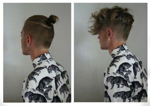 hombre con el cabello tomado en un moño y después con el cabello suelto usando camisa blanca con dragones