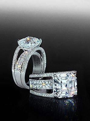 Blaze and pave mounting with asscher center diamond. By Bez Ambar.