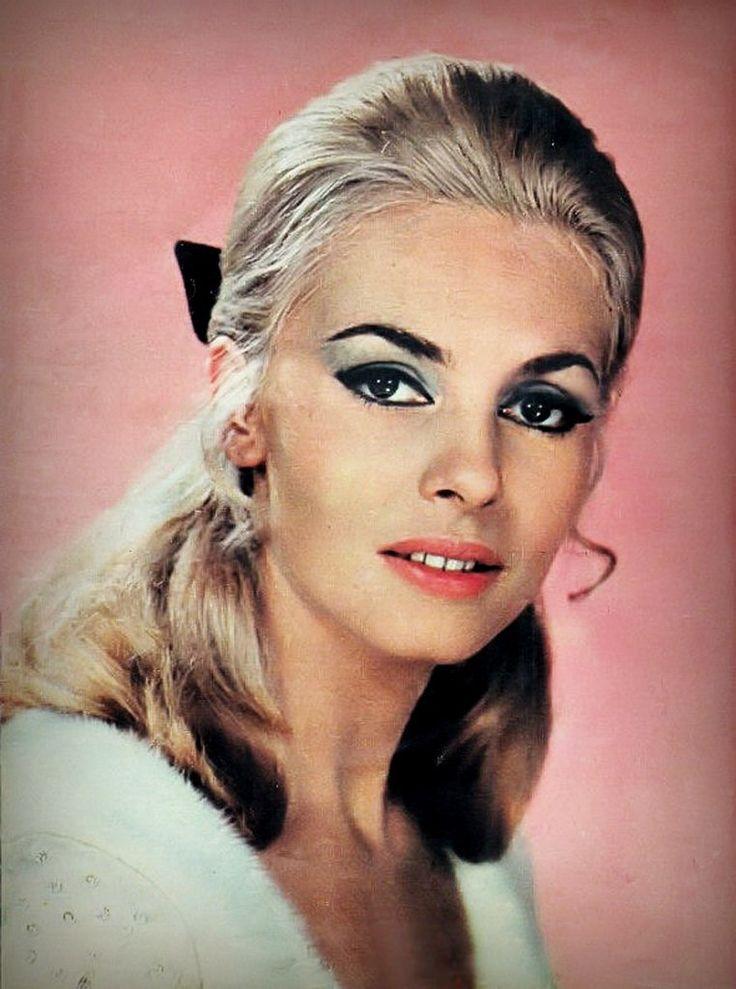 Мишель Мерсье – 1967 год, Рим. Студийная фотосессия Мишель в нарядах от Paco Rabanne.