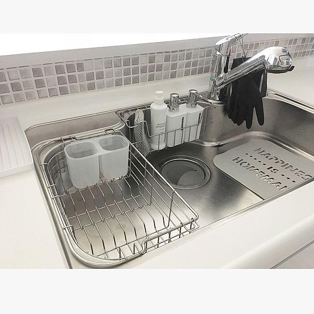 キッチン、洗面所、トイレなどの水回りは、生活感が出やすく、汚れやすい場所です。洗剤やスポンジなどの掃除グッズの収納場所にも悩むところです。美しく保つためには一工夫必要です。できれば、インテリアも考えてセンス良く収納したいですね。