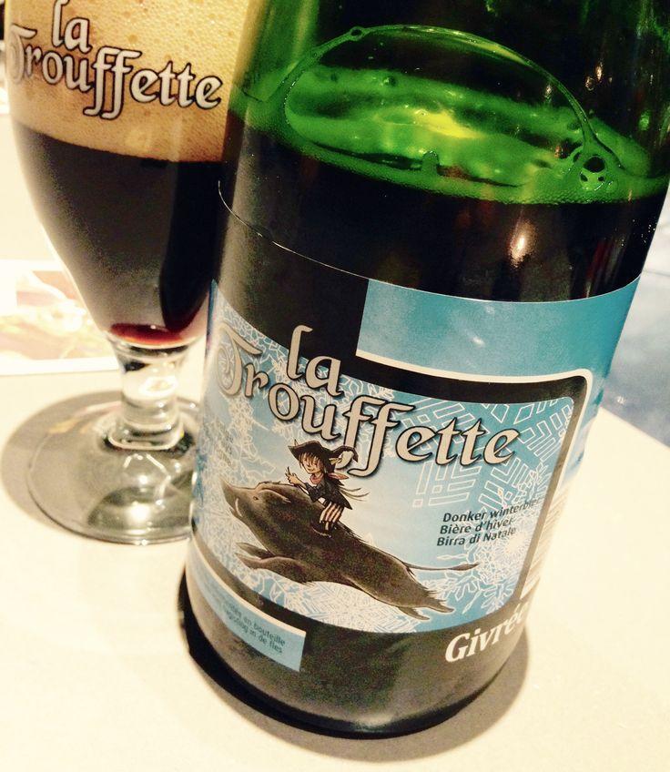 12/12 J-14 – La TROUFETTE GIVREE de la Brasserie de Bastogne. La Trouffette est brassée depuis 2008 par 2 amis issus de secteurs bien différents, Philippe Meurisse et Philippe Minne, et pour qui la brasserie est un jour devenu un intérêt commun. Leur bière d'hiver, la Givrée (8,1%) a une robe noire et un col ivoire, avec des arômes de fruits noirs, de malt torréfié, d'épineux et de réglisse. En bouche, on retrouve le malt, le chocolat, le café et les épices d'1 belle brune douce et fruitée!