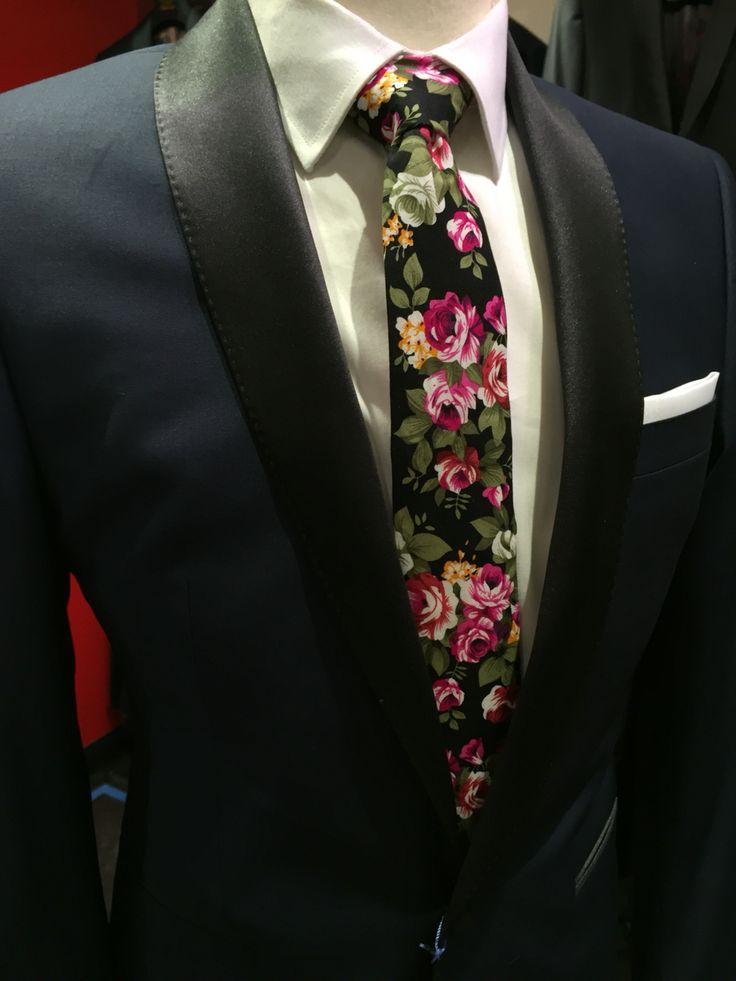 sunny@sunny-apparel.com  #pocketsquare #suits #necktie #tieclip #sunnyapparel #gentleman #fashion #style #essentials #handmade#bowties #cufflinks #lapelpins #Floral #reversible #accessories