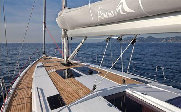 Hanse Yachts UK 455 video tour.