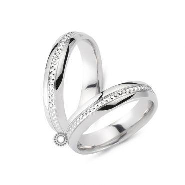 Γαμήλιες βέρες CHRILIA 31 σε λουστραρισμένο φινίρισμα με μικρά κυκλάκια στο κέντρο στο ενδιάμεσο τμήμα | Κοσμηματοπωλείο ΤΣΑΛΔΑΡΗΣ στο Χαλάνδρι #βερες #γάμου #wedding #rings #Chrilia #tsaldaris