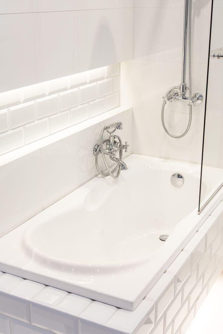 #Viverto #inspiracjeViverto #łazienka #bathroom #tiles #płytki #kolory #inspiracja #inspiracje #pomysł #idea #perfect #beautiful #nice #cool #wnętrze #design #wnętrza #wystrójwnętrz #łazienki #pięknie #ściana #wall #light #white #biel #mozaika #niebanalnie #kolory #kolorowo #mozaika #trendy #modnie #retro #lustro #mirror #wanna #toaleta #umywalka #prysznic #bidet #WC #toilet