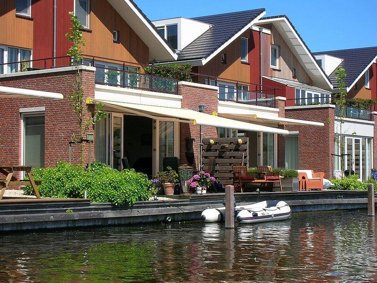 Een niet roken vakantiewoning aan het water voor grote gezinnen met 6 personen direct aan het Uitgeestermeer. Eventueel met bootverhuur. Verboden te roken.
