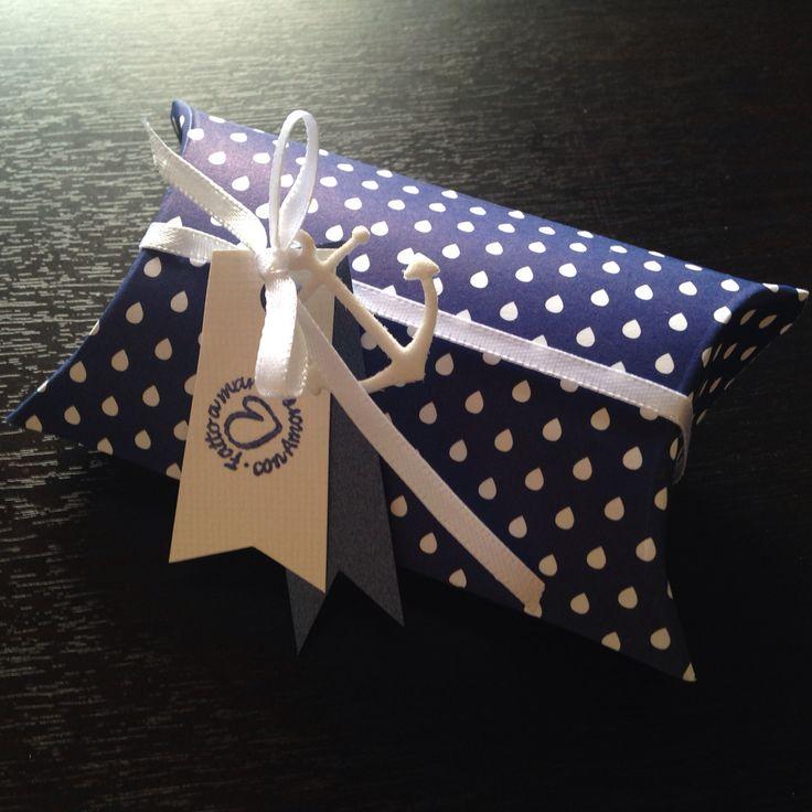 Pillow boxes bianche e blu per bomboniere tema nautico  Per info: https://m.facebook.com/elidea.creazioni?refsrc=https%3A%2F%2Fm.facebook.com%2Felidea.creazioni%2Fphotos_stream&_rdr
