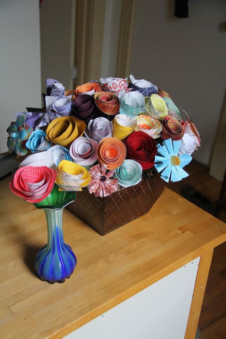 In Honor Of The Traditional Gift For First Wedding Anniversary I Made My Wife A Bouquet Paper Flowers Thought It Turned Out Rather Well Guy