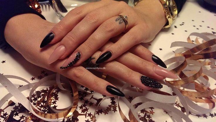 Gele Negle Nytår , Negle Med diamanter alle produkter er fra Nail4you.dk New year nail art gel nails