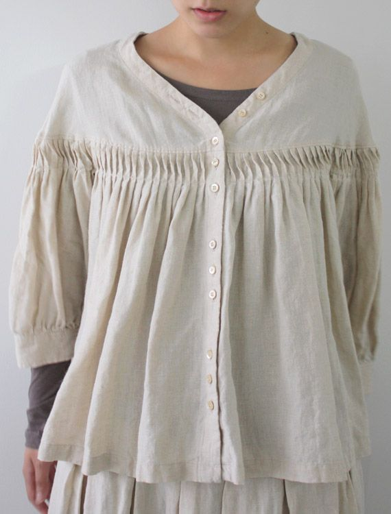 Turned pleats, this is such a cool effect, I think it adds a very personal touch to this blouse Envelope Online Shop - Tekla