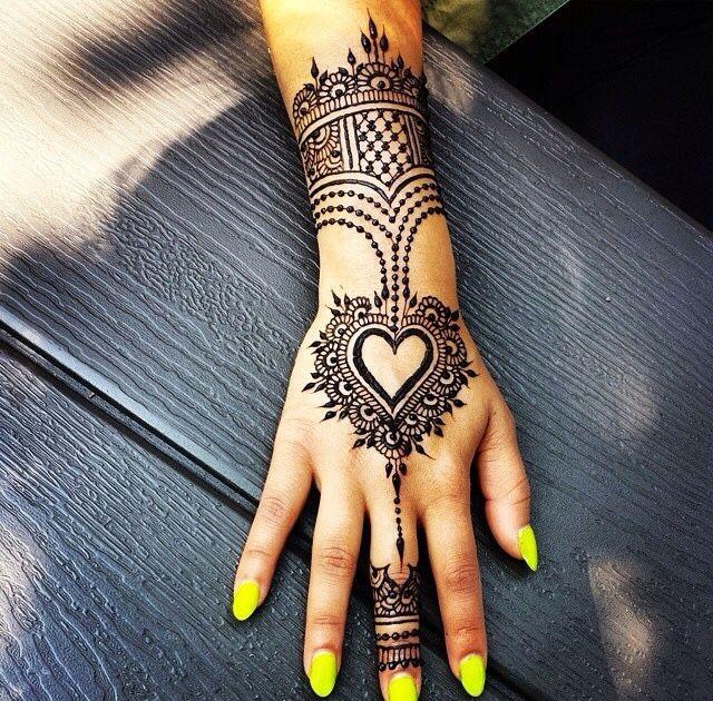 Love this design by @hennabydivya #henna #mehndi