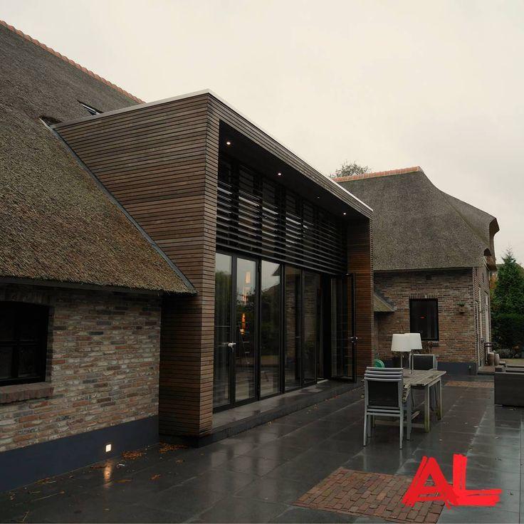 Verbouwing van een woonboerderij in Zwolle. Raampartij met louvres erboven. #vw53a