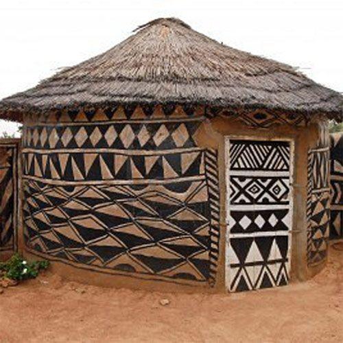 Adboe hut in Tiebele Burkina Faso with traditional tribal painting | Bernardo Ertl