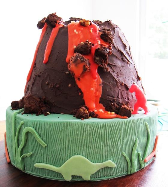Dinosaur volcano cake for kids birthday party #dinosaur party #volcano #cake by kleinstyle via kleinstlye.com