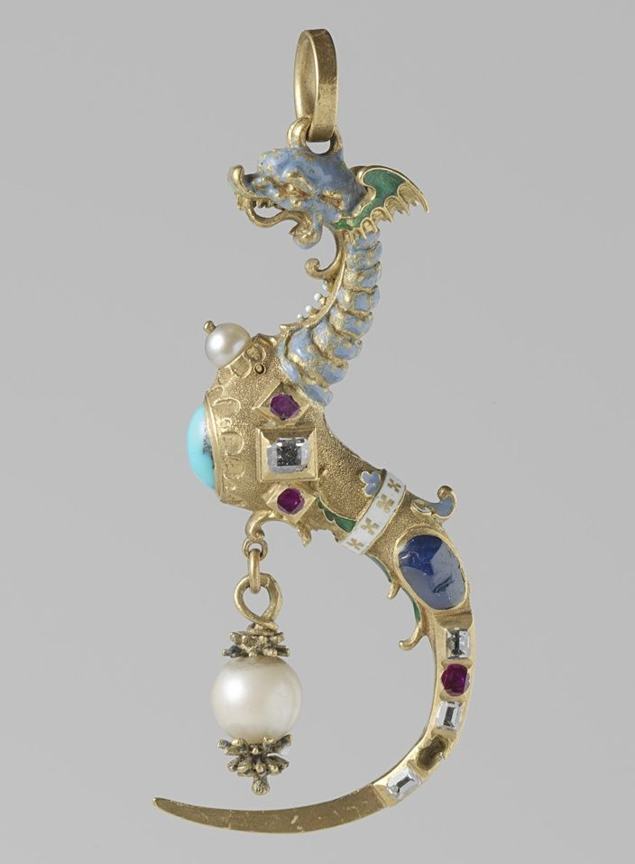 Italy | Pendant with toothpick in the form of a dragon | Partially enamelled gold, pearls and precious stones. | circa 1550-1600