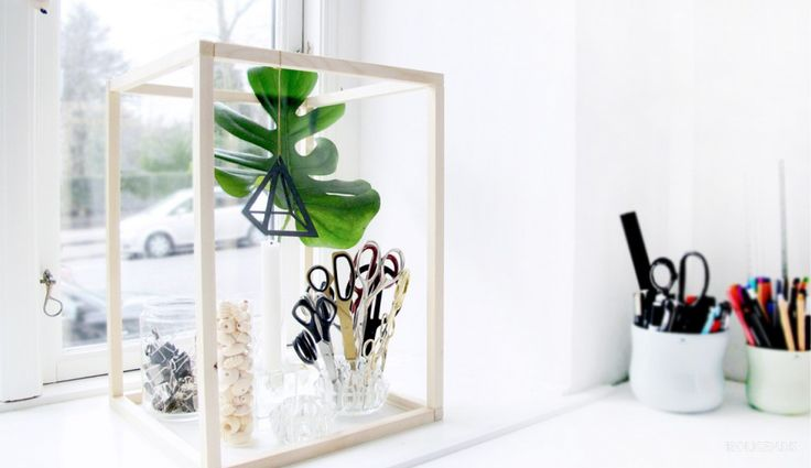 We show you how to create your own wooden frame.