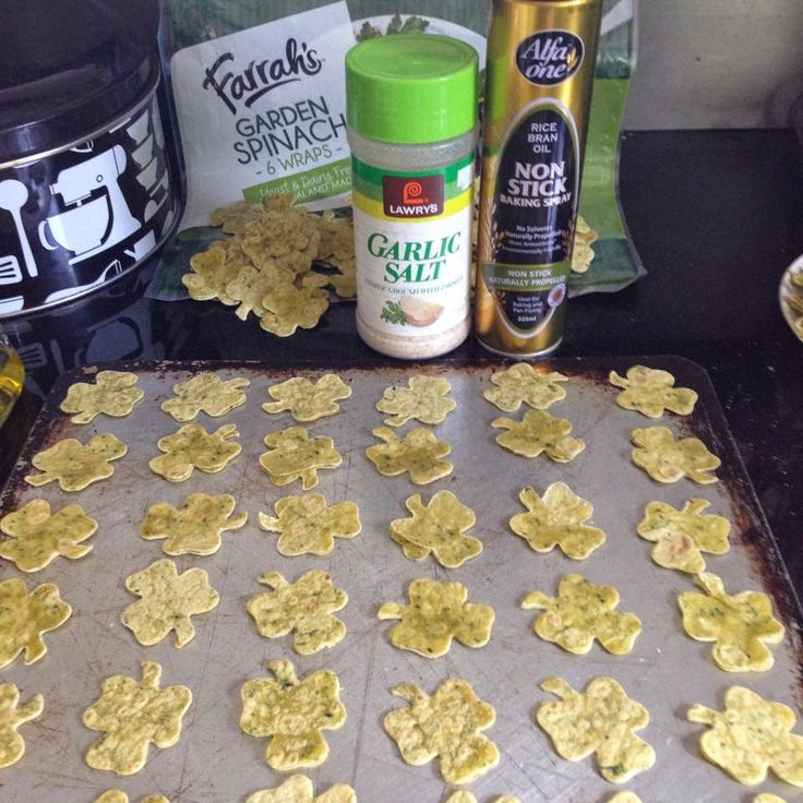 St Patrick's day tortilla chips & dip