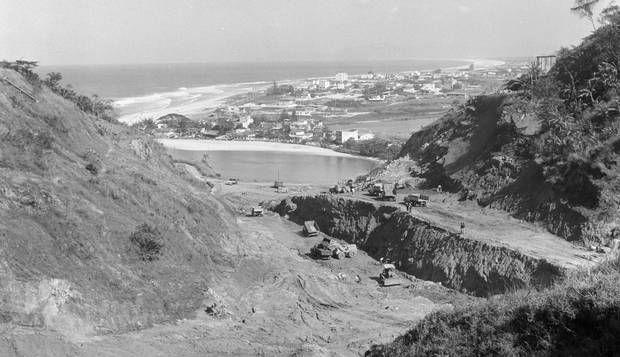 Anos 60. As obras de construção do Túnel do Joá e do acesso à Barra: ao fundo, a…