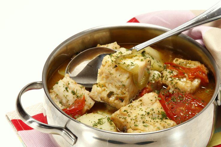 Receita de Caldeirada de bacalhau à portuguesa. Descubra como cozinhar Caldeirada de bacalhau à portuguesa de maneira prática e deliciosa com a Teleculinaria!