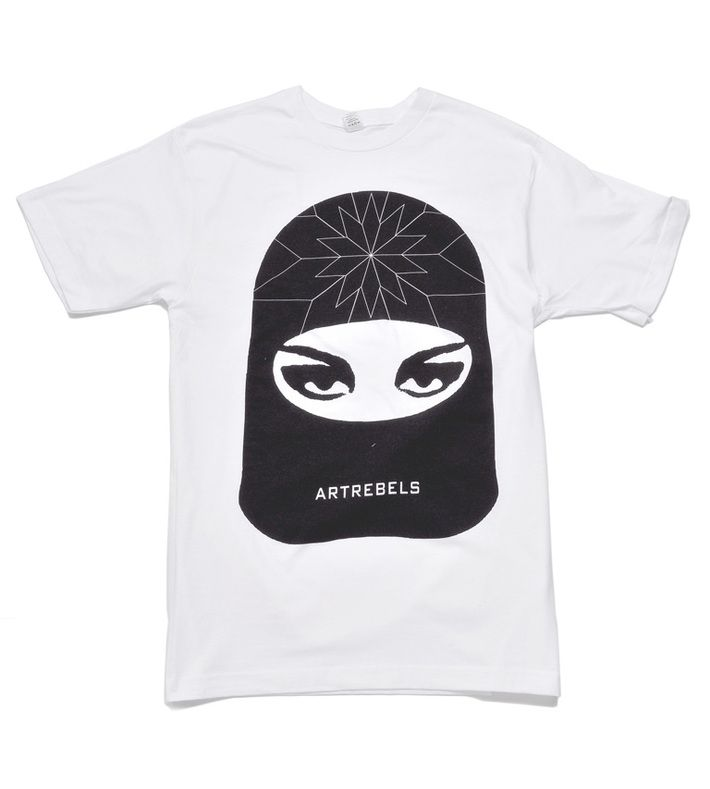 The classic version of our cool ArtRebels tee is available in variations black on white, black on grey and a characoal.   The ArtRebels t-shirt is unisex.   To protect your t-shirt you should wash it at 30 degrees, and not tumble dry it. That's how you keep the logo just fine.   90% cotton  10% polyester