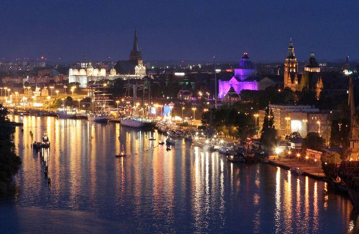 The most beautiful place in Szczecin at night! #szczecin #walychrobrego