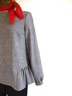 Blouse plissée sur les côtés en lainage à chevrons inspirée du patron l'indispensable