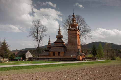 The Wooden Architecture Route is a collection of the most valuable and the most interesting monuments of wooden architecture. Following it you will see picturesque Catholic and Orthodox churches, roadside chapels, beautiful villas and manor houses, rural cottages with outbuildings, interesting open-air museums and many others.