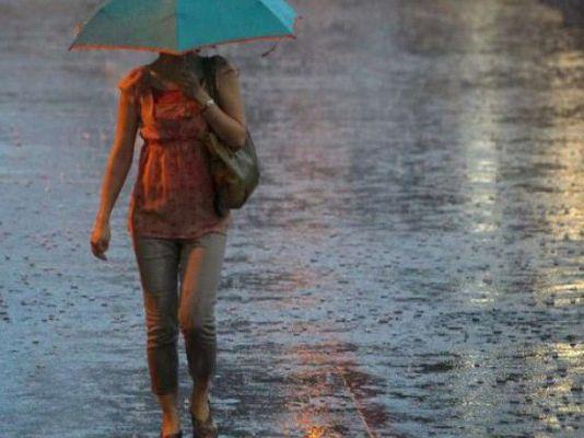 În urmă cu puţin timp, meteorologii au emis un cod portocaliu de furtună, dar şi două avertizări de cod galben de intabilitate atmosferică. Prima averti