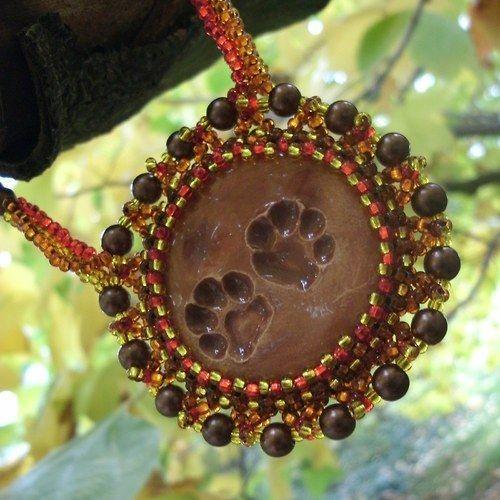 Stopy na pěšině (Necklace of beads sewn) od KatKyr