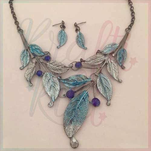 This stunning set features leaves and gems in a range of blue shades, including teal. Perfect with that LBD.