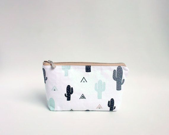 Cactus pouch / Zipper pouch with cactus print / Pencil by Apozi