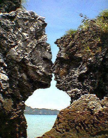 Share a kiss! (La roca del beso,Pacific Grove, California)