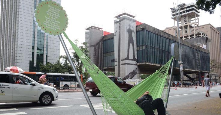 21fev2016---uma-marca-de-acucar-realiza-na-avenida-paulista-em-sao-paulo-a-campanha-doce-hora-para-inspirar-o-publico-a-aproveitar-o-fim-do-horario-de-verao-os-paulistanos-poderao-doar-abracos-na-1456064000545_956x500.jpg (956×500)