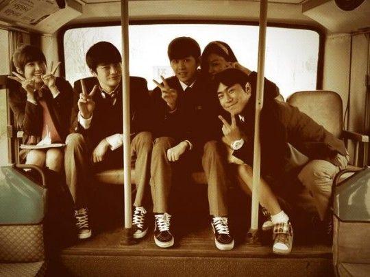 "Jung Eun Ji, Seo In Gook, Hoya, and ""Reply 1997"" Cast Captured on Set of ""Reply 1994"" - Soompi"