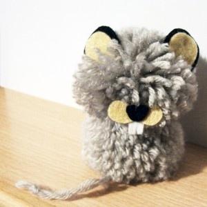 ratón pompones