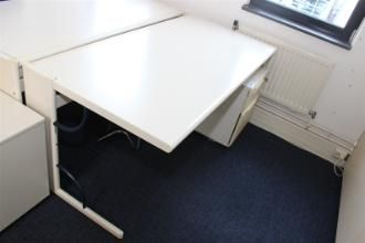 Bureautafel - Quintis B.V. (kantoorinrichting) te Nieuwegein - BVA Auctions vanaf5 euro