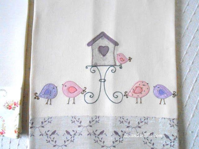 Lavanda e Lillà: Rose,Uccellini, Caraffe e Casetta su Asciugapiatti