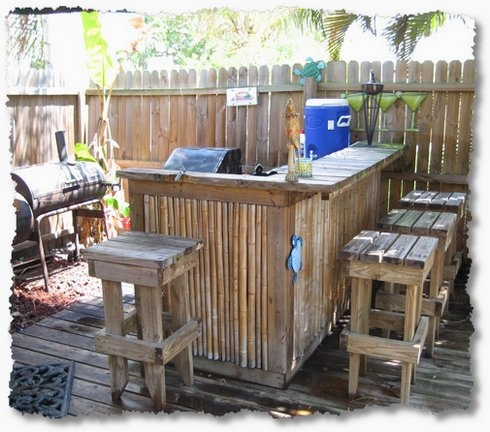 Idea for this yes outdoor tiki bar :-)... hmm possible repurpose some pallets for the stools..... um yea!..:)
