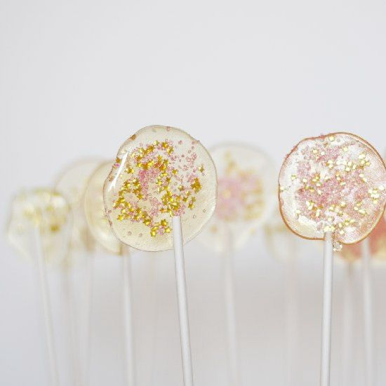 Simple DIY lollipops with edible glitter. Perfect for party favors.