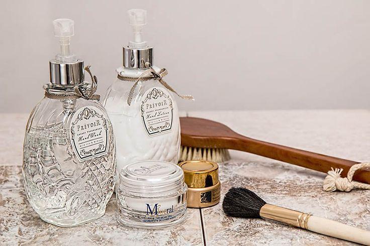 Uroda: Dlaczego kosmetyki nie działają? - http://kobieta.guru/dlaczego-kosmetyki-nie-dzialaja/ - Każda z nas ma swoje ulubione kosmetyki, które zostały przez nas sprawdzone i pozwalają na osiągnięcie oczekiwanych efektów. Jednak czasami zdarza się, że nasze kremy czy balsamy, które dotychczas były niezawodne, przestały być skuteczne.   Zazwyczaj kupujemy kosmetyki, które są przeznaczone do określonego typu cery. Dzięki temu możemy wybrać odpowiednie produ