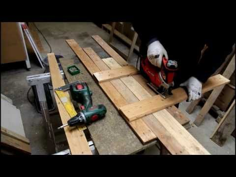 Houten achtergrond decor maken in pallethout. The making of this background decoration