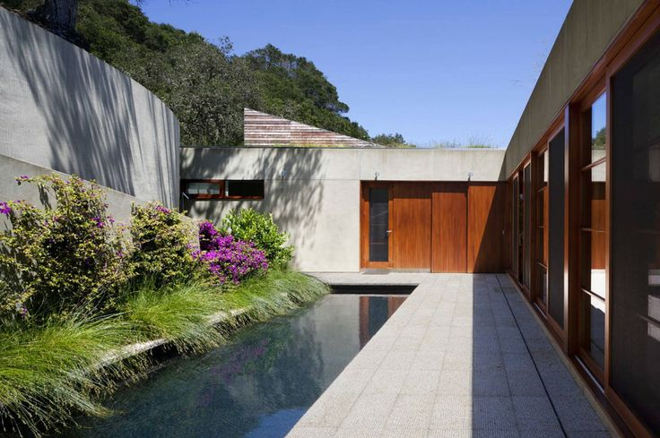 Beautiful-Modern-Gardening-Idea-at-Kentfield-House-Nearby-the-Swimming-Pool-with-Concrete-Tile-Deck-and-Woodframe-Window-906x603.jpg 906 × 6...