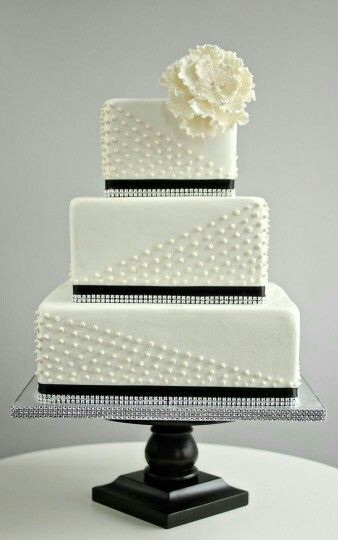 Pastel, cake o torta  Plateado,negro y beige